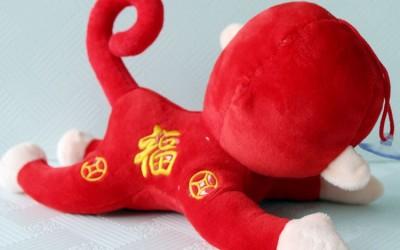 批发订做猴子吉祥物公仔趴姿猴子年货公仔年会酒店活动必备礼品